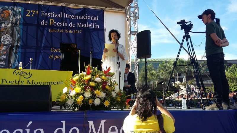 Laureate Bianca Jagger giving her opening address at the 27th International Poetry Festival of Medellin. Photo Nayla Azzinnari/Right Livelihood Award.