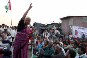 Medha Patkar visiting the Mumbai slums in 2015. Credit: Right Livelihood Foundation